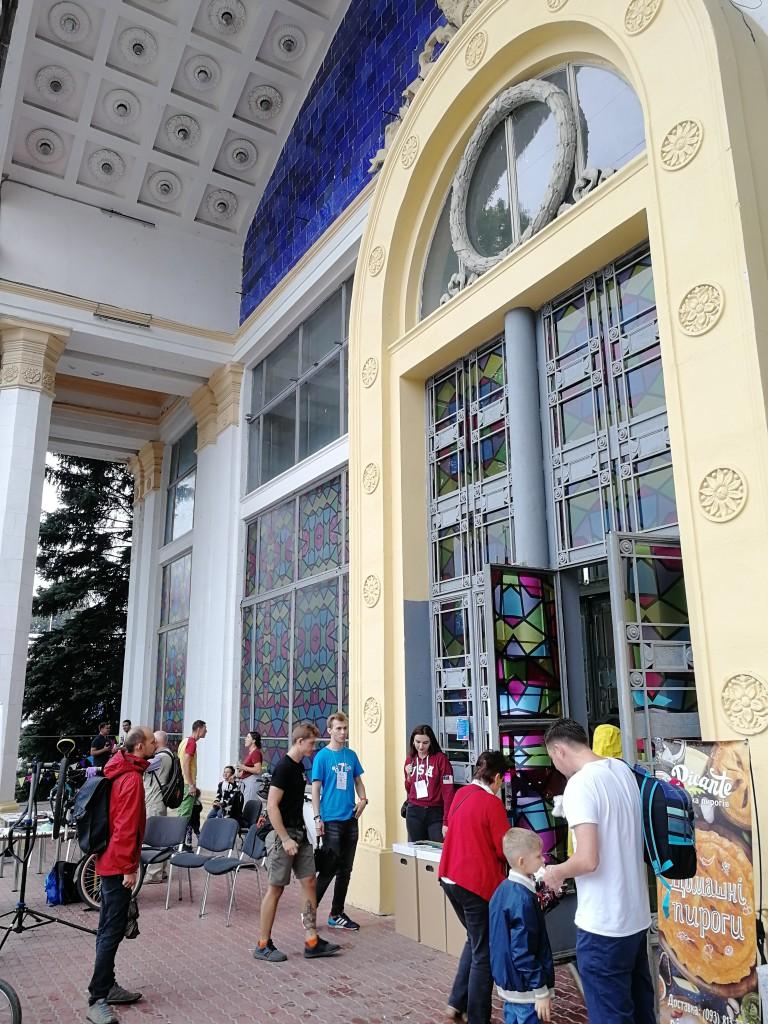 Maker Faire Kiew: Eingang zur Ausstellungshalle des Expocenters